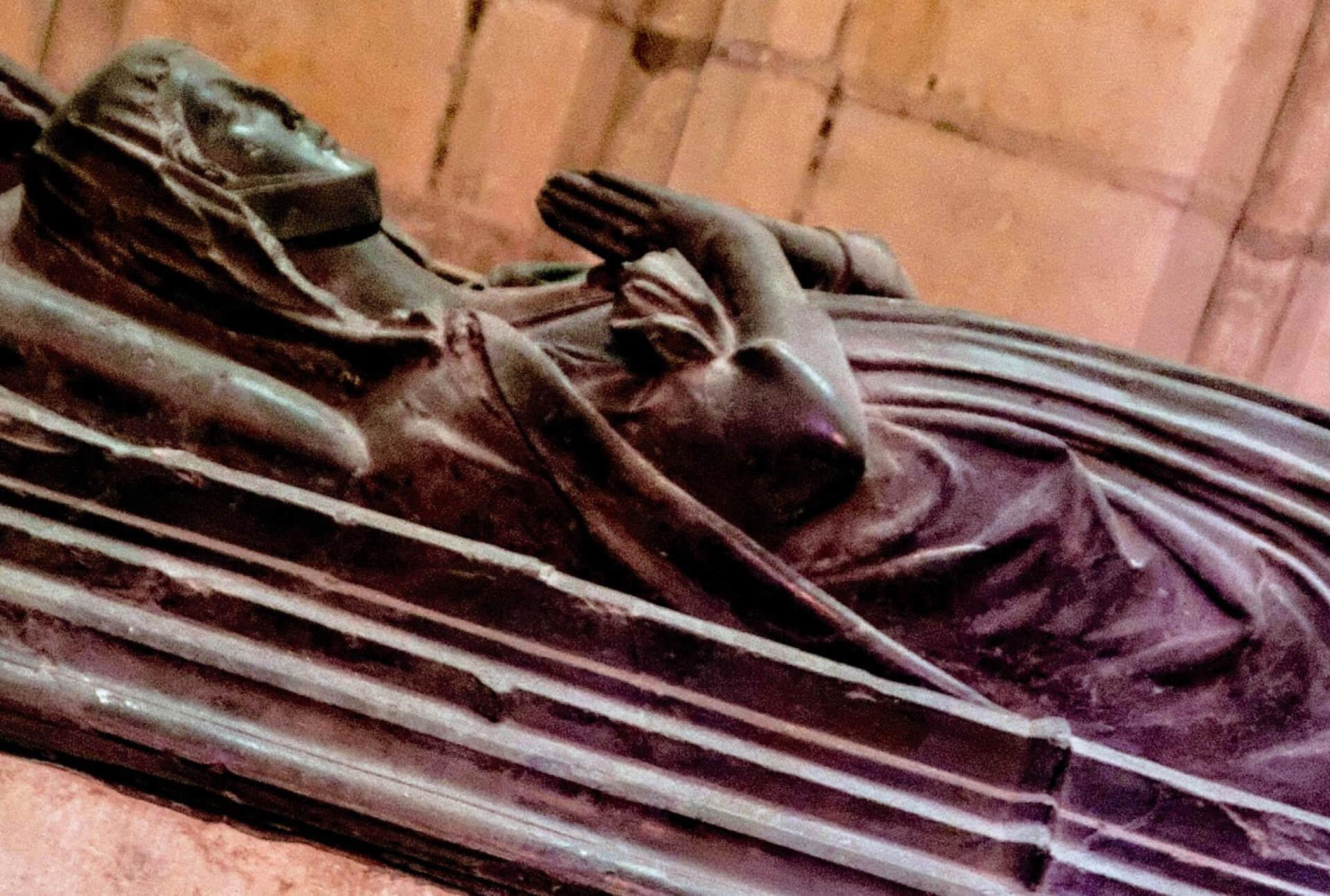 le gisant de Yolande de Bourgogne