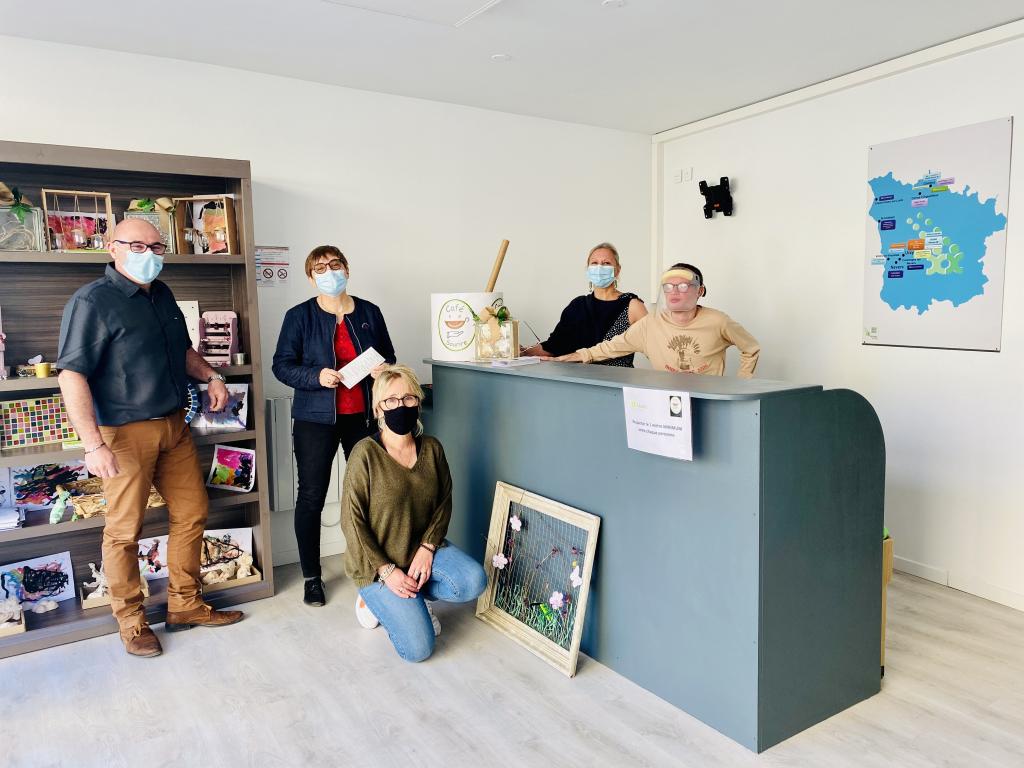Nouveauté : Membres du Café Sourire, lieu convivial, d'échange lancé par l'ADAPEI pour les familles concernées par le handicap