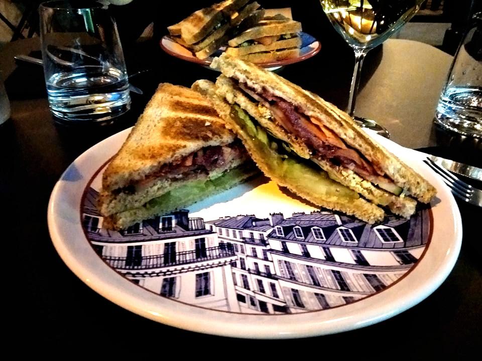 Club sandwich végétarien d'Une Note de Vin